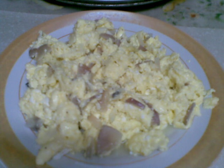 Scrambled eggs with onion